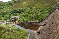 Un des barrages pendant l'été de la vallée d'élan du Pays de Galles Image libre de droits
