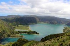 Un des lacs volcaniques les plus beaux de l'île de San Miguel - Lagoa font Fogo Photos stock