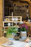 Un des restaurants extérieurs d'une ville de touristes Agios Nikolaos d'élite côtière Photographie stock