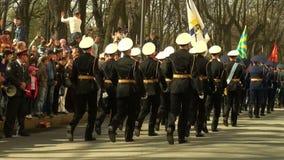 Un desfile de militares almacen de metraje de vídeo