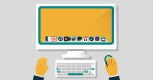 Un desktop con una tastiera e le mani di un responsabile in un ufficio Icone sul monitor fotografia stock libera da diritti