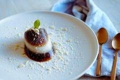 Un dessert thaïlandais moderne de gelée de café de noix de coco Photographie stock libre de droits