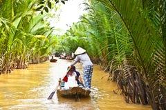 Un destino turístico famoso es pueblo de Ben Tre en el delt del Mekong Foto de archivo