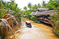 Un destino turístico famoso es pueblo de Ben Tre en el delta del Mekong Imágenes de archivo libres de regalías