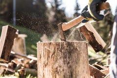 Un dettaglio di due pezzi di legno volanti Fotografia Stock Libera da Diritti