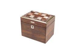 Un di legno per tutti gli usi antico chiuso con il coperchio piastrellato Immagine Stock