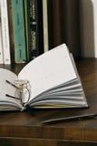 Un diario in bianco fotografia stock