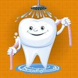 Un diente con seda dental Imagenes de archivo