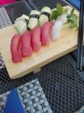 Un dieu délicieux d'avocat de saumons de teriyaki de sushi photographie stock