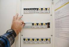Un dispositivo residuo-corrente RCD, o l'interruttore residuo-corrente RCCB, è un dispositivo quello fotografie stock