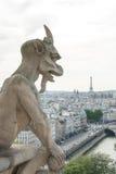 Un doccione del tipo di demone su Notre Dame Cathedral II. Immagini Stock