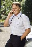 Un docteur de sourire heureux Image libre de droits