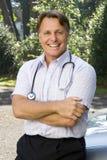 Un doctor sonriente feliz Fotografía de archivo libre de regalías