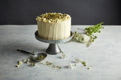 Un dolce rotondo sul cakestand Fotografie Stock