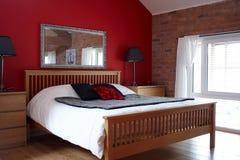 Un dormitorio con clase fotografía de archivo