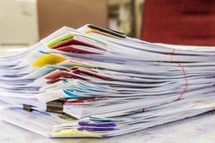 Un dossier avec des documents Photos stock
