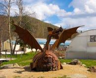 Un dragon en métal au chena Hot Springs images libres de droits