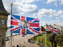 Un drapeau montrant Harry et Megan vole dans Exmouth, Devon Photographie stock libre de droits