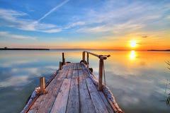 Un ebmarcadero i un lago calmo Immagine Stock
