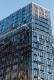 Un edificio alto moderno en Brooklyn céntrica, aún bajo construcción, New York City, NY, los E.E.U.U. foto de archivo