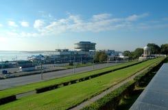 Un edificio de la estación del río en el muelle central Foto de archivo