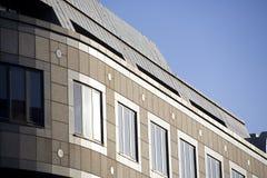 Un edificio de oficinas Imágenes de archivo libres de regalías