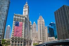 Un edificio enorme del rascacielos en Chicago, Illinois fotos de archivo