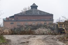 Un edificio viejo en la fábrica imagen de archivo