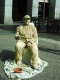 Un ejecutante de la calle en traje como estatua vista en alcalde de la plaza en Madrid, España el 12 de mayo de 2105 Imagenes de archivo