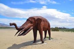 Un elefante nel deserto Fotografie Stock