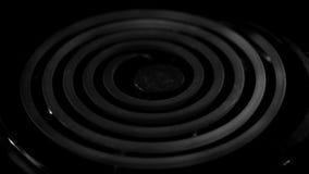 Un elemento de la estufa que calienta en monocromo almacen de metraje de vídeo