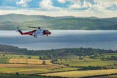 Un elicottero di salvataggio ad un Grianan di Aileach, Co il Donegal fotografia stock libera da diritti