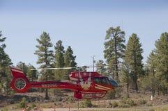 Un elicottero supera il parco nazionale di Grand Canyon in Arizona è magnifico Immagine Stock Libera da Diritti