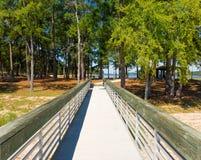 Un embarcadero de madera en un parque de estado Imagen de archivo