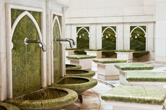 Un endroit pour laver les pieds en Sheikh Zayed Mosque Photographie stock libre de droits