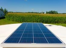 Un'energia della riunione di energia solare sopra rv Immagini Stock Libere da Diritti