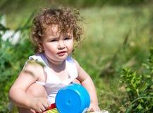 Un enfant avec les cheveux bouclés Photographie stock