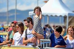 Un enfant de l'assistance avec son père aux sports extrêmes Barcelone de LKXA Image libre de droits