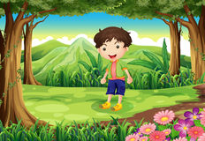Un enfant espiègle à la forêt illustration de vecteur