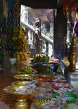 Un ensemble d'offre du ` s de Bouddha image stock