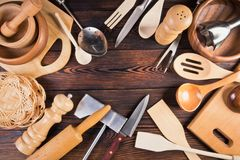Un ensemble d'ustensiles de cuisine Photographie stock libre de droits