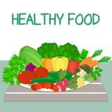 Un ensemble de légumes frais et organiques d'un plat blanc sur une table avec une serviette rayée Nourriture saine Image stock