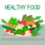 Un ensemble de légumes frais et organiques d'un plat blanc sur une table avec une serviette rayée Nourriture saine Photos stock