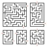 Un ensemble de labyrinthes carrés et rectangulaires avec l'entrée et la sortie Illustration plate simple de vecteur d'isolement s Images libres de droits