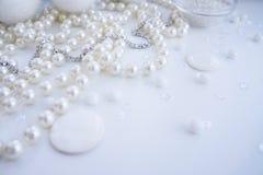 Un ensemble de matériaux pour la couture dans la couleur blanche Image stock