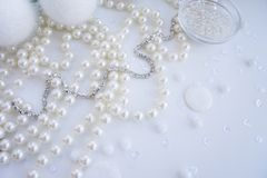 Un ensemble de matériaux pour la couture dans la couleur blanche photographie stock libre de droits