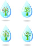 Un ensemble de petits arbres abstraits dans une goutte de l'eau Photos stock