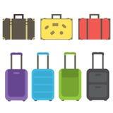 Un ensemble de rétros et modernes valises pour des voyages de voyage et d'affaires Photos libres de droits