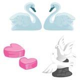 Un ensemble de symboles de l'amour, du mariage et des jeunes-mariés Une paire de cygnes, de pigeons et de coeurs sur le fond blan illustration libre de droits