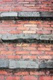 Un ensemble de vieux escaliers de brique rouge amenant à la ville de Corniglia dans Cinqueterre, Italie images libres de droits